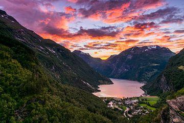 Geiranger Sunset von Bart Berendsen