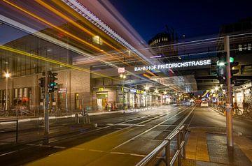 Berlijn - S-Bahnhof B- Friedrichstraße van Maarten de Waard