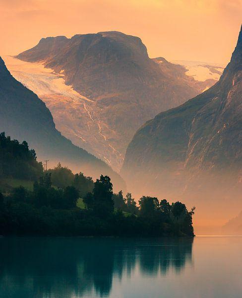 Sunrise Lovatnet, Norway von Henk Meijer Photography