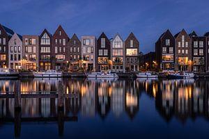 Het blauwe uurtje aan de Kelderwindkade in Haarlem van Dick Portegies