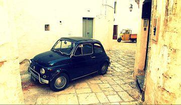 Italë - Puglia - Fiat 500 en Ape in de oude binnenstad van Martina Franca  van