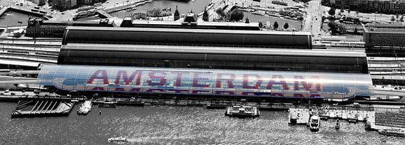 Luchtfoto panorama Amsterdam Centraal van Anton de Zeeuw