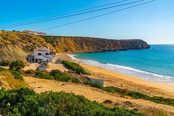 Kustlijn in het uiterste puntje van de portugese kust bij Sagres in de Algarve van Ivo de Rooij