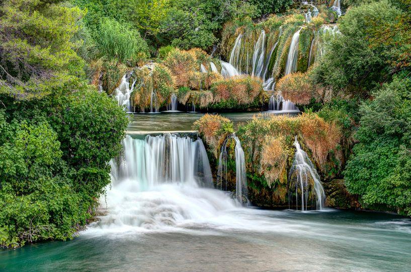 Waterval in Krka Nationaal Park Kroatie van Wim Slootweg