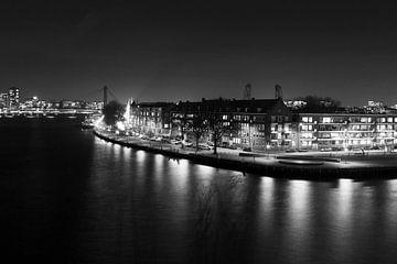 Willemsbrug in de avond Rotterdam zwart-wit van