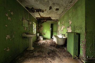 Verlassenes Badezimmer im Grün. von Roman Robroek
