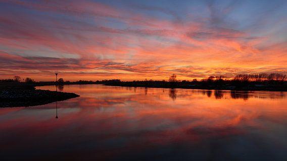 Zonsondergang aan de IJssel in Wijhe