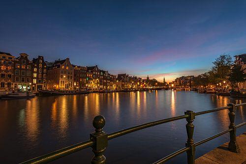 Amsterdam bij nacht van Gea Gaetani d'Aragona
