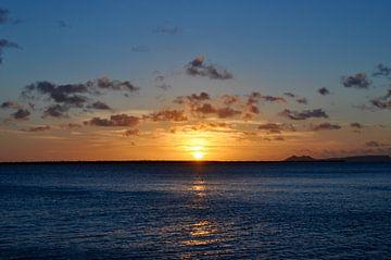 Zonsondergang met een prachtige lucht von Myrthe Visser-Wind