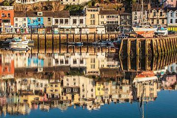Reflektionen im Hafen von Brixham von Rob Boon