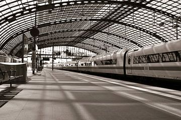 Bahnsteig - Hauptbahnhof - Berlin van Silva Wischeropp