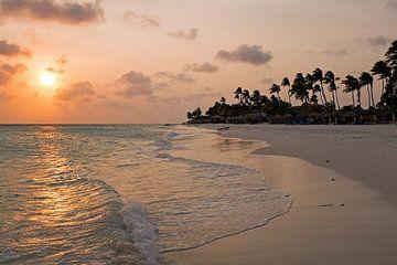 Zonsondergang op Druif beach op Aruba von Nisangha Masselink