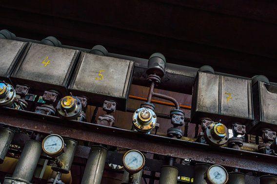 Industrieel paneel met opvallende meters