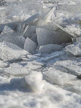 Kruiend ijs op het Markermeer, Nederland van Liset Verberne