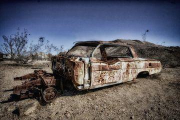 Verlaten auto in spookstad Rhyolite van Yvonne Smits