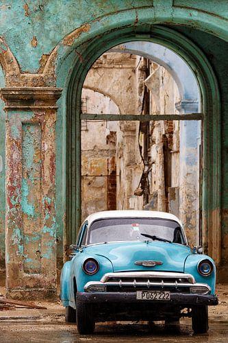 CUBA - Oldtimer en vervallen gebouw - Havanna van