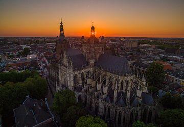 Zonsondergang Sint-Janskathedraal in Den Bosch von Ralf van de Veerdonk