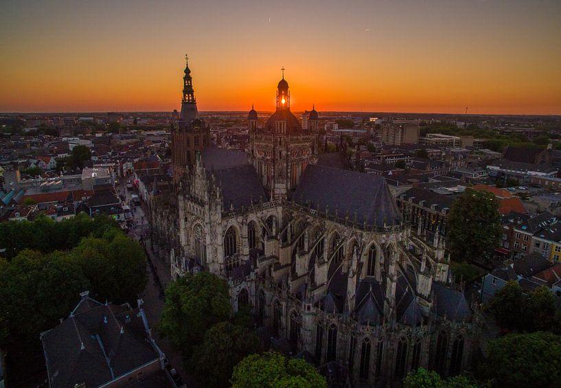 Zonsondergang Sint-Janskathedraal in Den Bosch van Ralf van de Veerdonk
