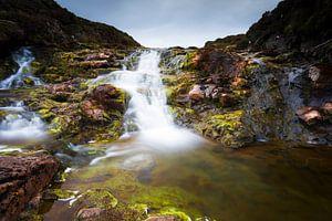 Schotland: Waterval van rivier de Rha op Isle-of-Skye van