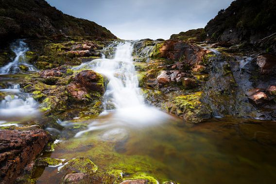 Schotland: Waterval van rivier de Rha op Isle-of-Skye