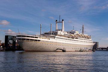 SS Rotterdam Cruiseship in de haven van Rotterdam, Netherland van Tjeerd Kruse