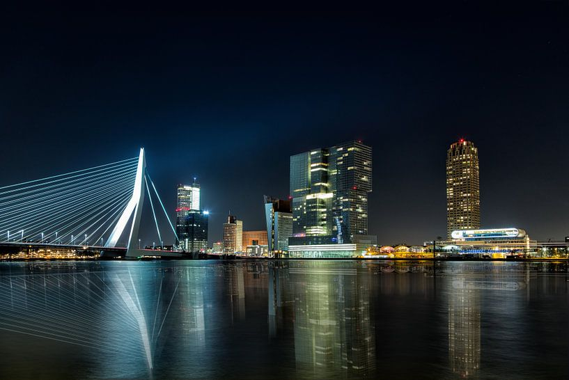 Rotterdam Skyline at Night van Joram Janssen