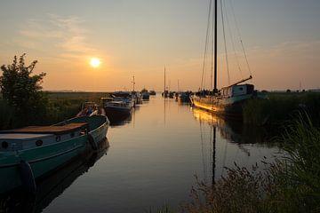 Het gouden uurtje aan het Sneekermeer in Friesland van Truus Nijland