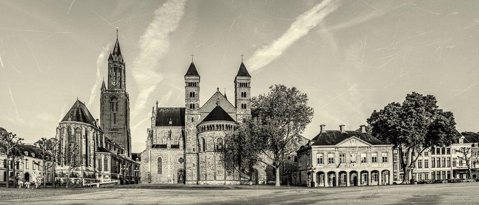 Vriethof - Mestreech, Vrijthof - Maastricht - Vintage - zwart wit look van Teun Ruijters