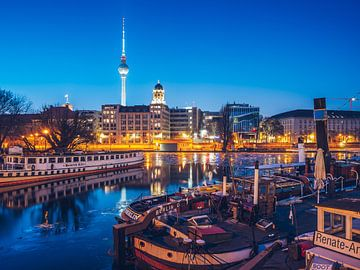 Berlin im Winter – Historischer Hafen von Alexander Voss