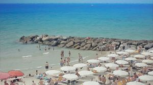 Italien - Geselligkeit am Strand unter den Sonnenschirmen - San Remo - Italienische Riviera - Malere