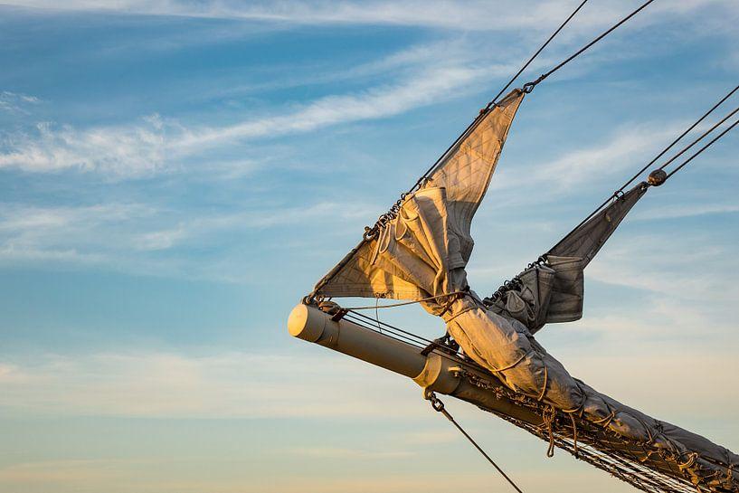 Detail eines Segelschiffes auf der Hanse Sail in Rostock von Rico Ködder