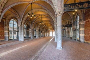 Tunnel onder het Rijksmuseum in Amsterdam tijdens een vroege ochtend van Sjoerd van der Wal