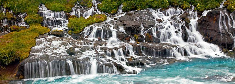 Panorama Hraunfossar waterval te IJsland van Anton de Zeeuw