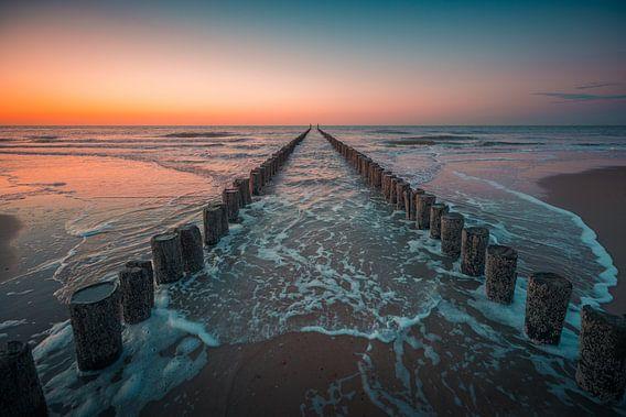 Domburg zonsondergang paalhoofden 2 van Andy Troy