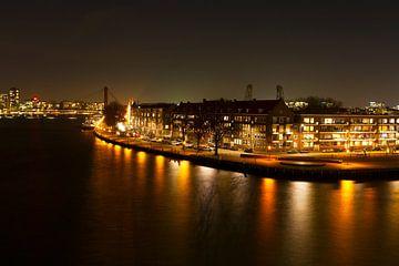 Willemsbrug Rotterdam in de avond van Dexter Reijsmeijer