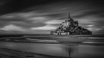 Schwarz-Weiß: Mont Saint Michel bei Sonnenuntergang von Rene Siebring