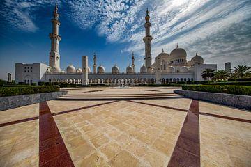 Sheik Zayed Mosque rond het middaguur van Rene Siebring