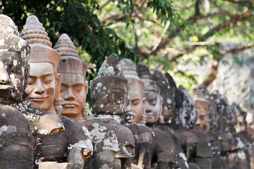 Figuren in Angkor von Levent Weber