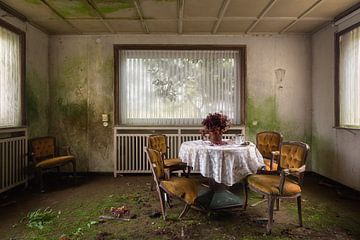 Verlaten Restaurant. van Roman Robroek