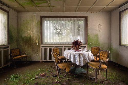 Verlassenes Restaurant. von Roman Robroek