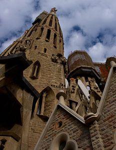 Sagrada Familia en wolkenlucht