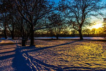 Sonnenuntergang im Schnee von Oguz Özdemir