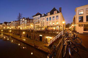 Oudegracht in Utrecht tussen Jacobibrug en Zandbrug van Donker Utrecht