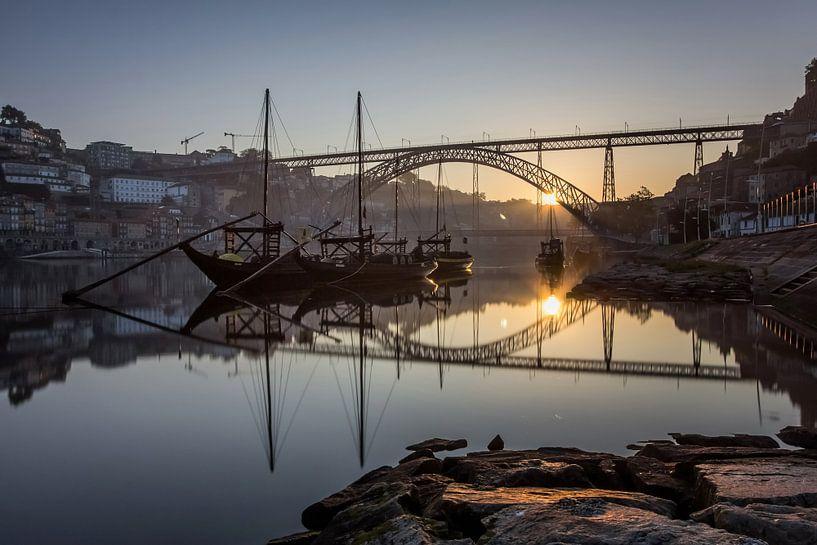 Zonsopkomst aan de Ponte Dom Luís 1 brug van Steve Mestdagh