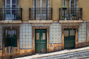 Alte Fassade in der Stadt Lissabon von Antwan Janssen