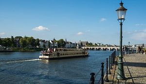 Maastricht, rondvaartboot op de Maas sur