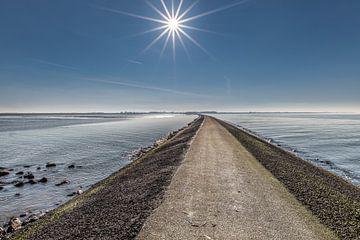 De pier van PaesensModdergat met de zon als ster boven t land von Harrie Muis