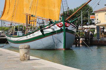 Boot in Italië van Charissa Oudejans
