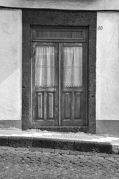 Oude houten huis deur van Jan Brons