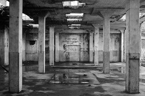 Verlaten fabriekshal in de stad Groningen